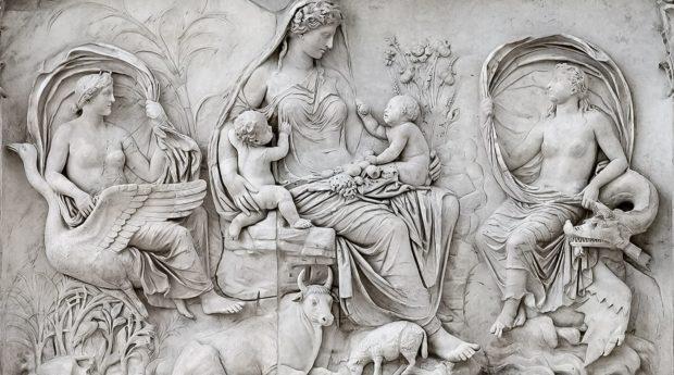 Фрагмент барельефа Алтаря Мира